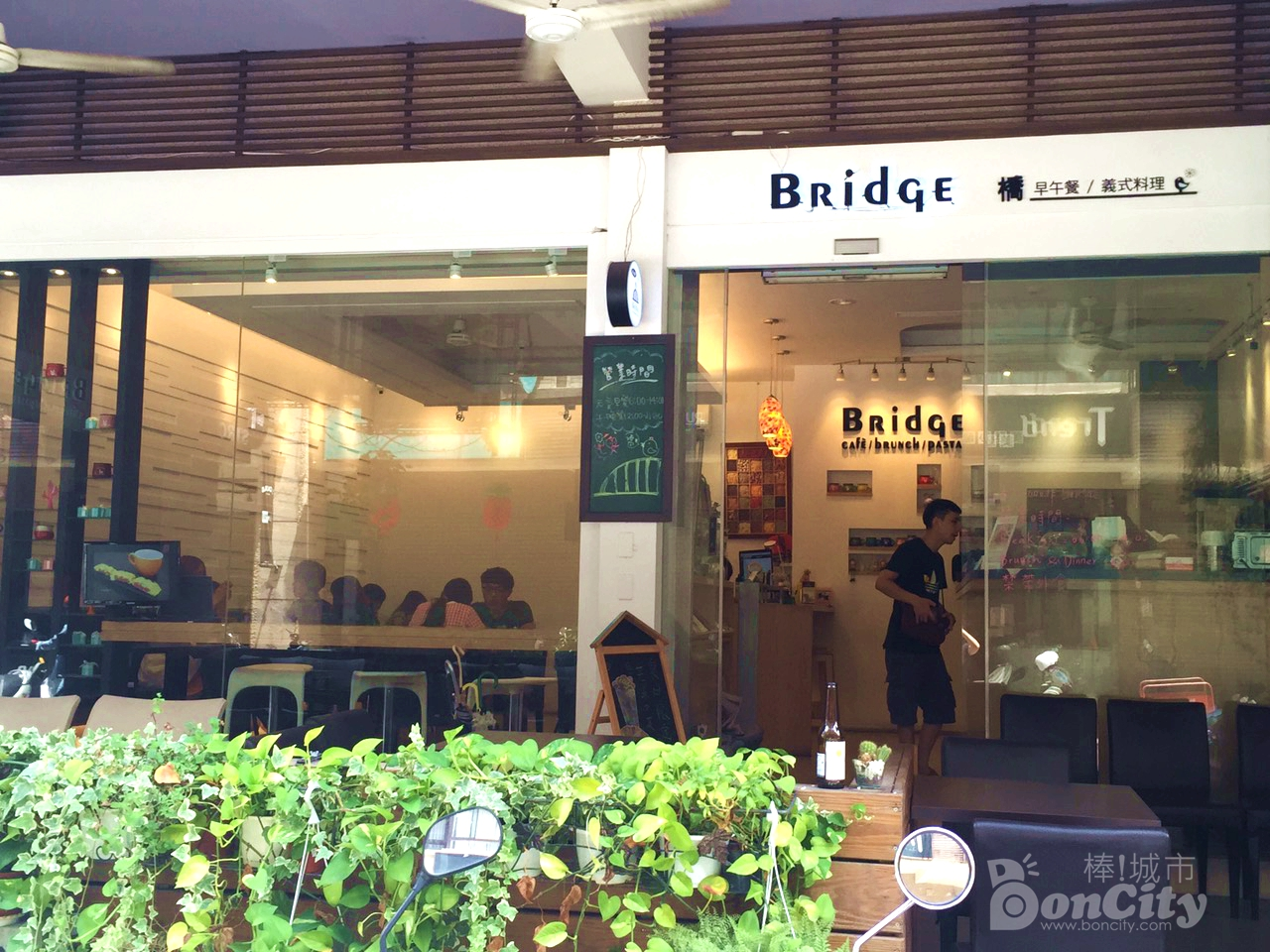 《學區早午餐 Brunch》橋。咖啡 Bridge Cafe