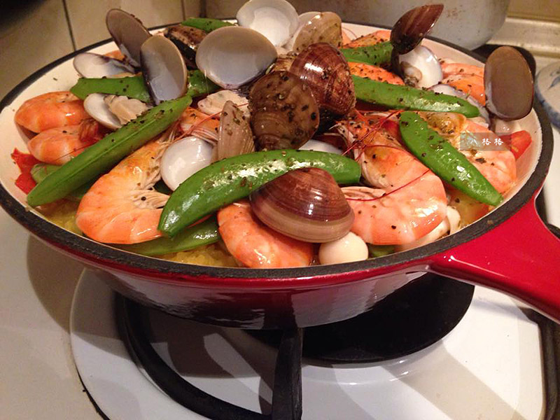 《生活創意料理》琺瑯鑄鐵平底鍋開鍋首試-西班牙海鮮燉飯